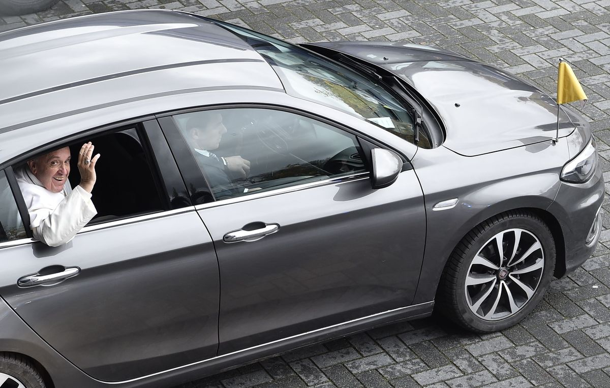 Der Papst fährt Fiat Tipo
