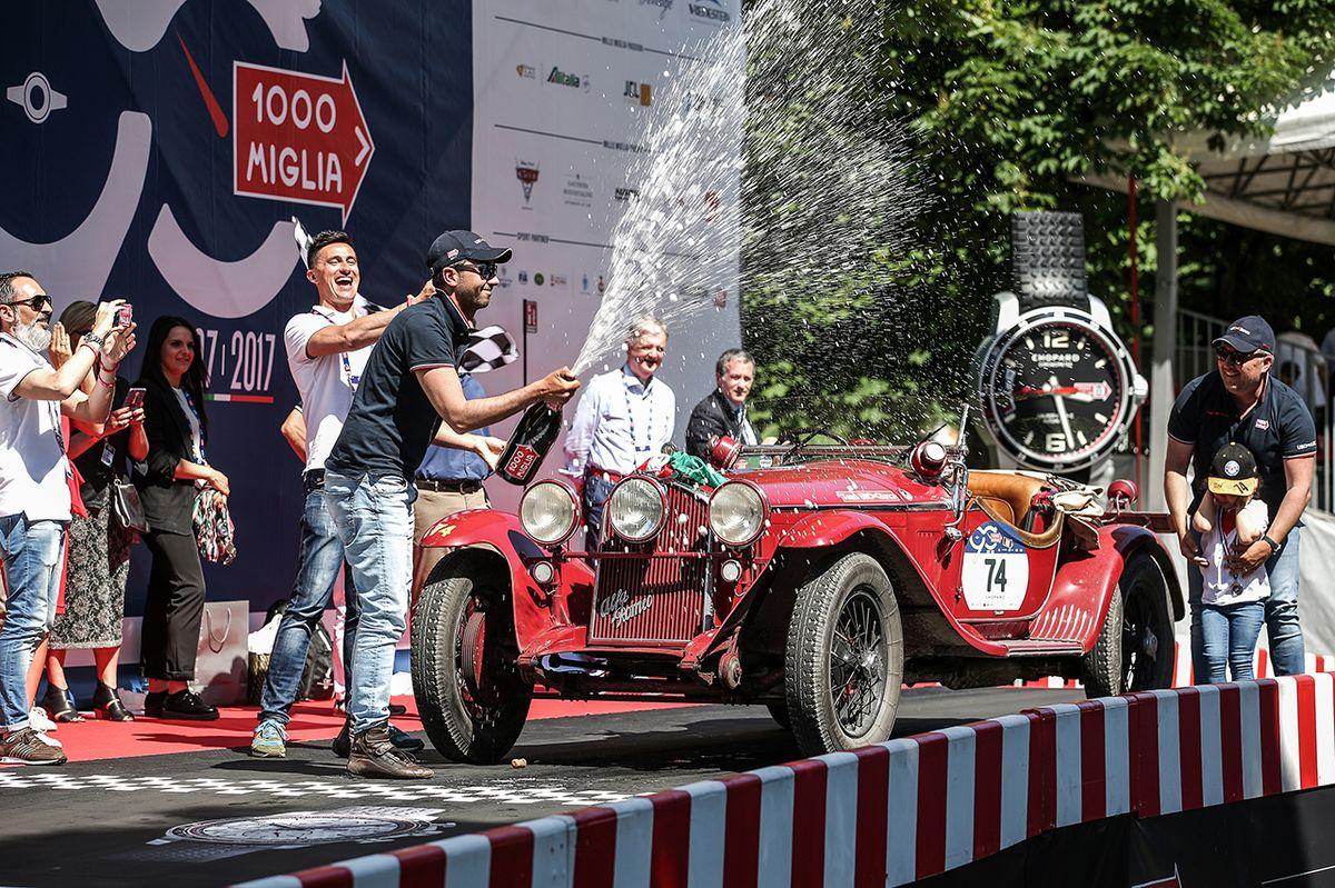 Legendärer Alfa Romeo Rennwagen gewinnt Oldtimer-Rallye Mille Miglia