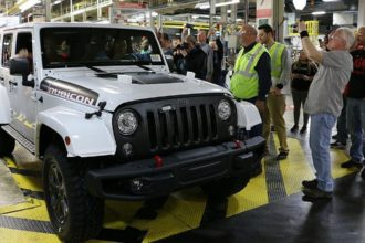FCA US Werk Toledo baut den letzten Jeep® Wrangler (JK)