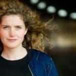 Franziska Hessberger moderiert das Kulturmagazin im rbb Fernsehen
