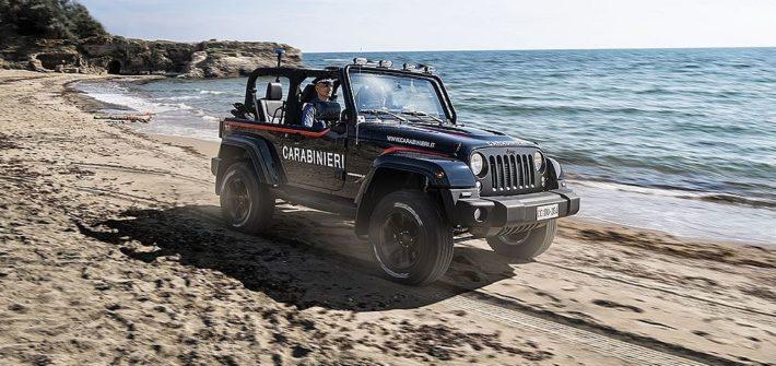 Italienische Carabinieri begrüßen ihren Jeep® Wrangler