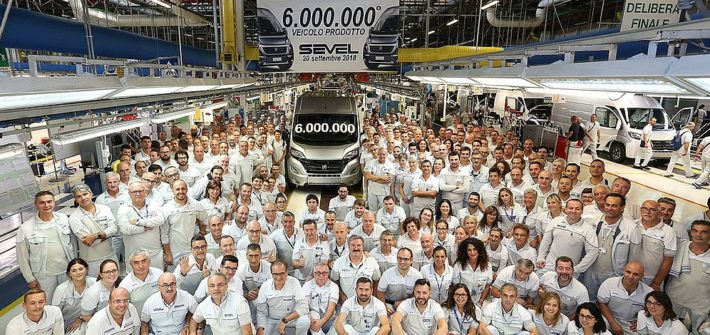 Fiat Ducato Natural Power mit Erdgas-Antrieb als Meilenstein - sechsmillionster Transporter rollt im Werk SEVEL vom Band
