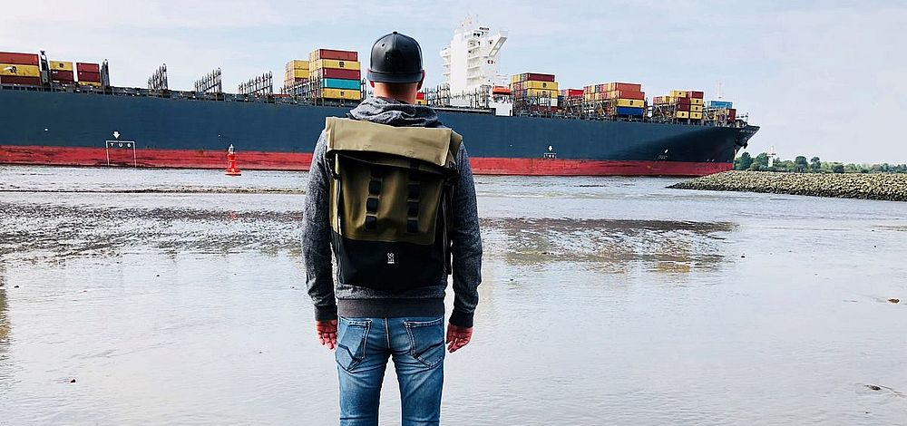 """Backpack-Accessoires mit Vorstellung bei """"Shots"""""""