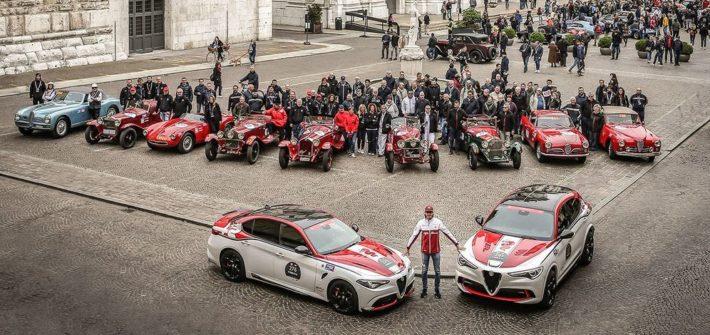 Alfa Romeo Formel-1-Fahrer Antonio Giovinazzi besucht Start der Mille Miglia