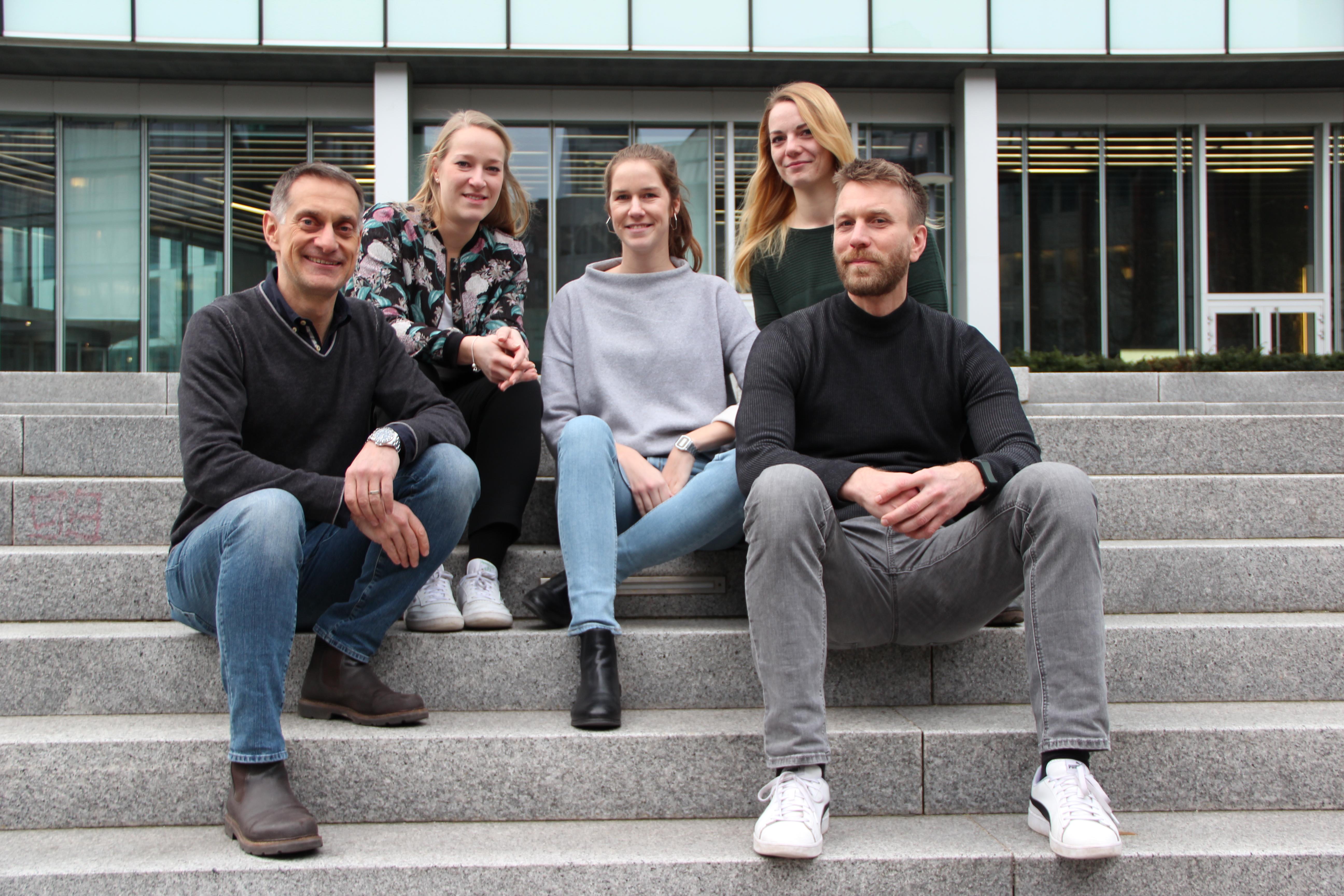 vitelements-Geschäftsführer Holger Weiß (links) mit seinem Team (Fotoquelle: vitelements).