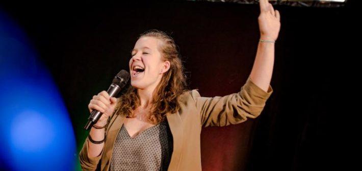 Karen Steinkühler setzt sich beim Silent Speaker Battle durch