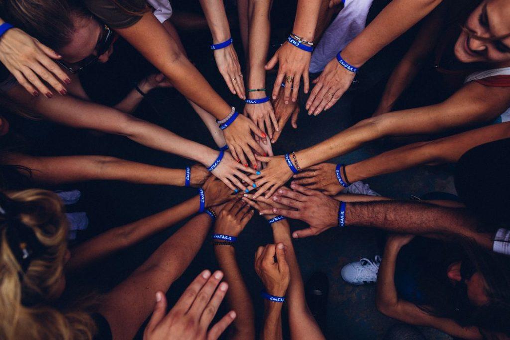 Hilfsorganisationen und Prominente starten große Social Media Kampagne