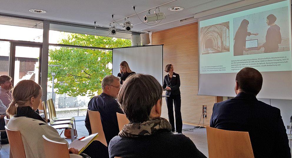 """Auch an der Brandenburger Domklausur kommt """"Monarch"""" derzeit zum Einsatz: Fachvortrag von Professor Dr. Ulrike Heinrichs und Dipl.-Restauratorin Mechthild Noll-Minor bei einem Workshop in Passau."""