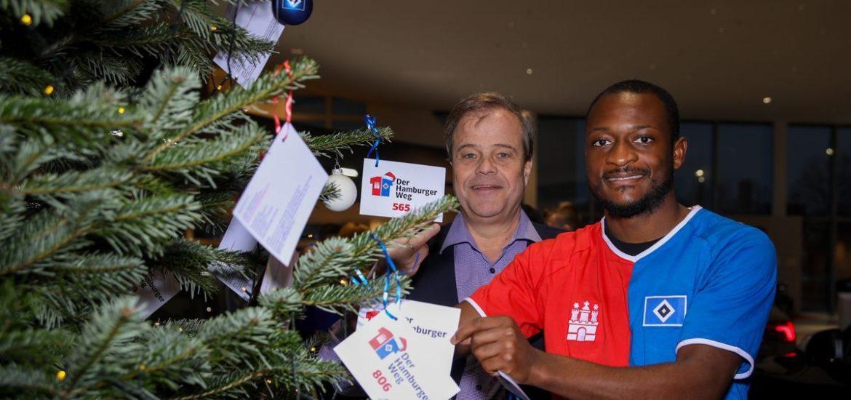 Hamburger Weg: Die Weihnachtsbaum-Charity mit HSV-Profi David Kinsombi