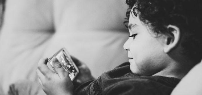 Kindergeschenke: Achtung bei Smartphones und Co. unter dem Weihnachtsbaum