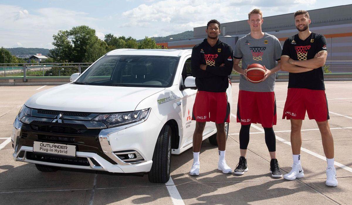Basketball-Nationalspieler mit dem Mitsubishi Outlander PHEV