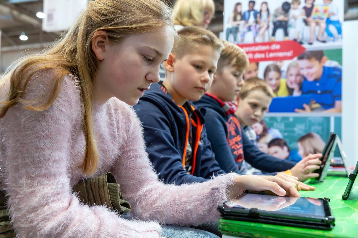 """Der Countdown zum """"avj medienpreis 2020"""" für hervorragendes journalistisches Engagement im Bereich Kinder- und Jugendbuch sowie Kinder- und Jugendhörbuch läuft."""