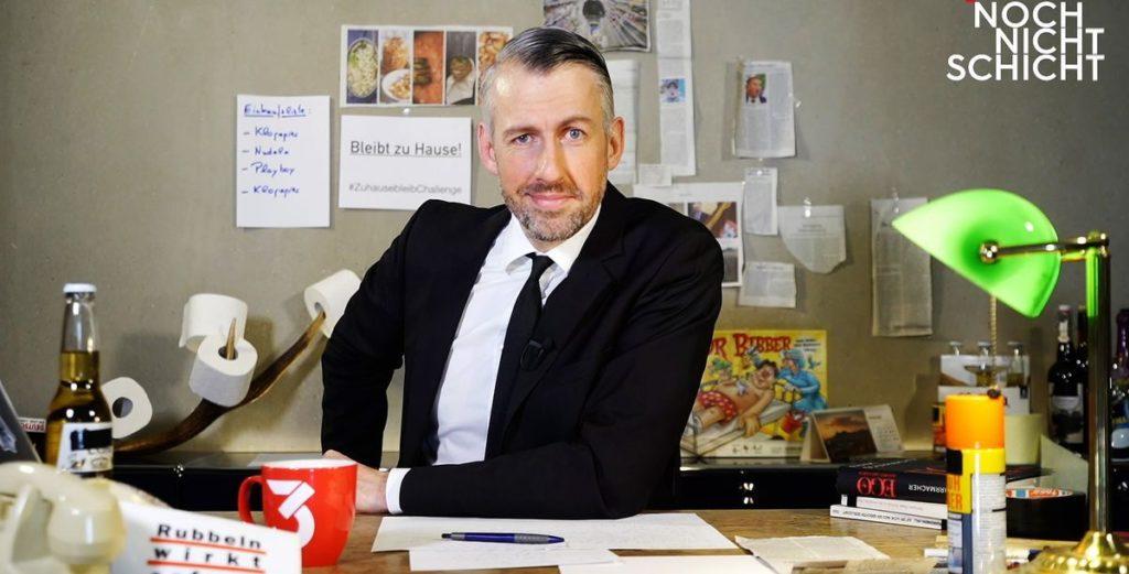 Sebastian Pufpaff meldet sich aus dem Home-Officev