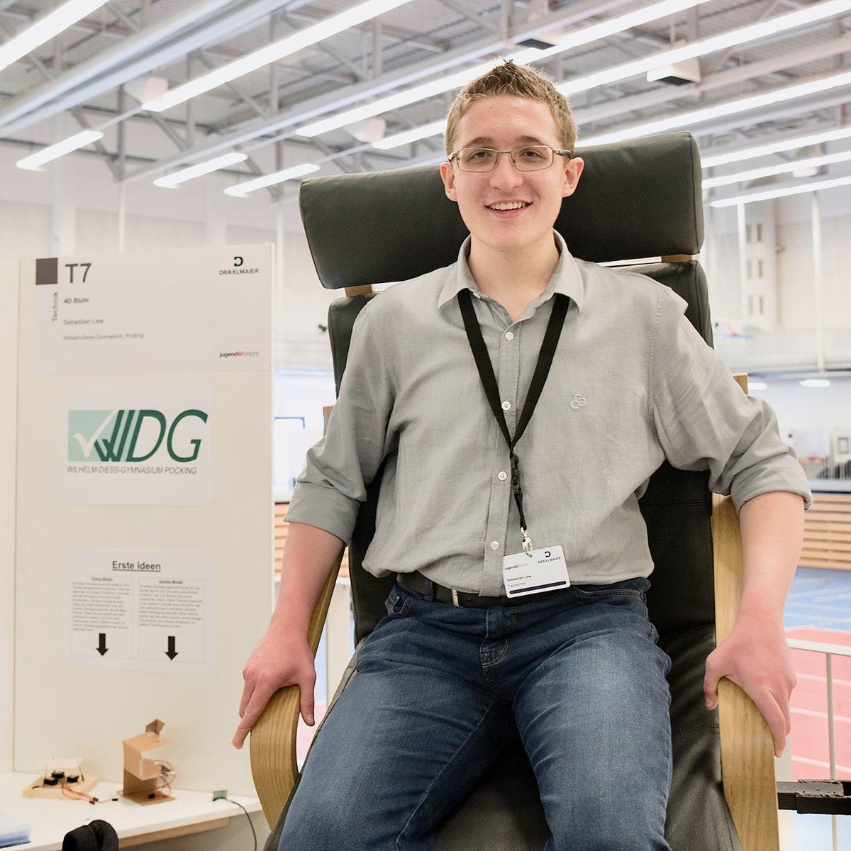 """Sebastian Lew entwickelte in mehr als 1.000 Arbeitsstunden einen 4D-Stuhl, der ihm bei """"Jugend forscht"""" einen Sonderpreis bescherte."""