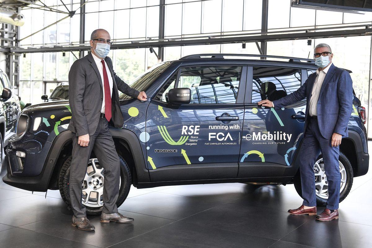 Fiat Chrysler Automobiles testet zusammen mit RSE die Hybrid-Technologie des Jeep® Renegade 4xe im Alltag