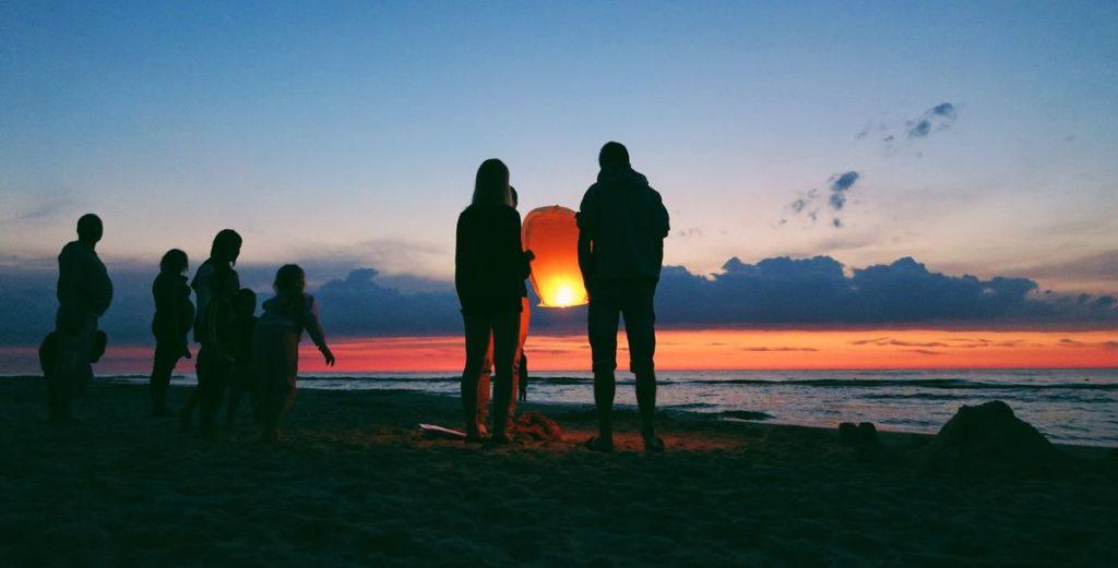 Strandleben, Party-Sommer und Freibad-Ferien