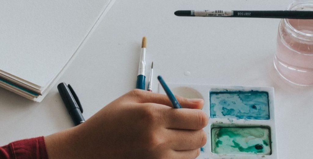 Im Bücherregal: Daily Painting mit Sonja Neumann