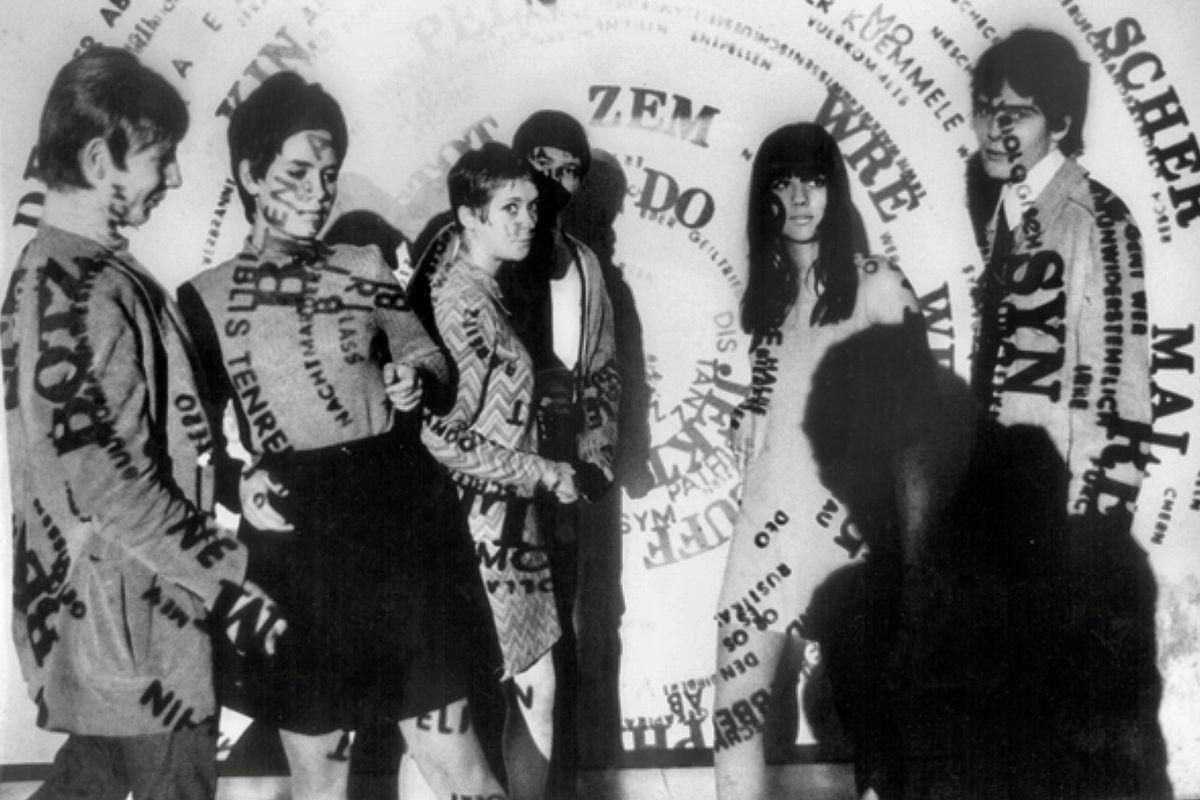 Die Projektionen des Künstlers Ferdinand Kriwet zielten auf das Publikum. Club Creamcheese, Düsseldorf, 1967.