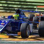 Imola: In der vorletzten Runde der italienischen Formel 4 kämpfen gleich drei italienische Fahrer um den Titel