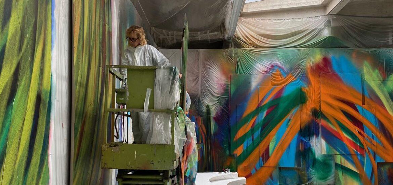Porträt über die Malerin mit der Spraypistole
