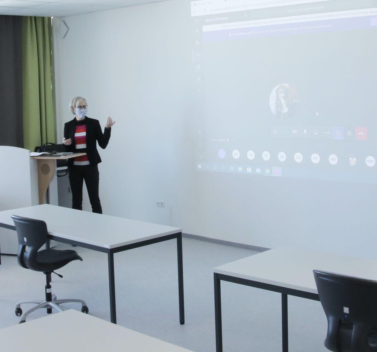 Mehr als 160 Dozenten haben ihren Unterricht vollständig auf die virtuelle Lehre umgestellt.