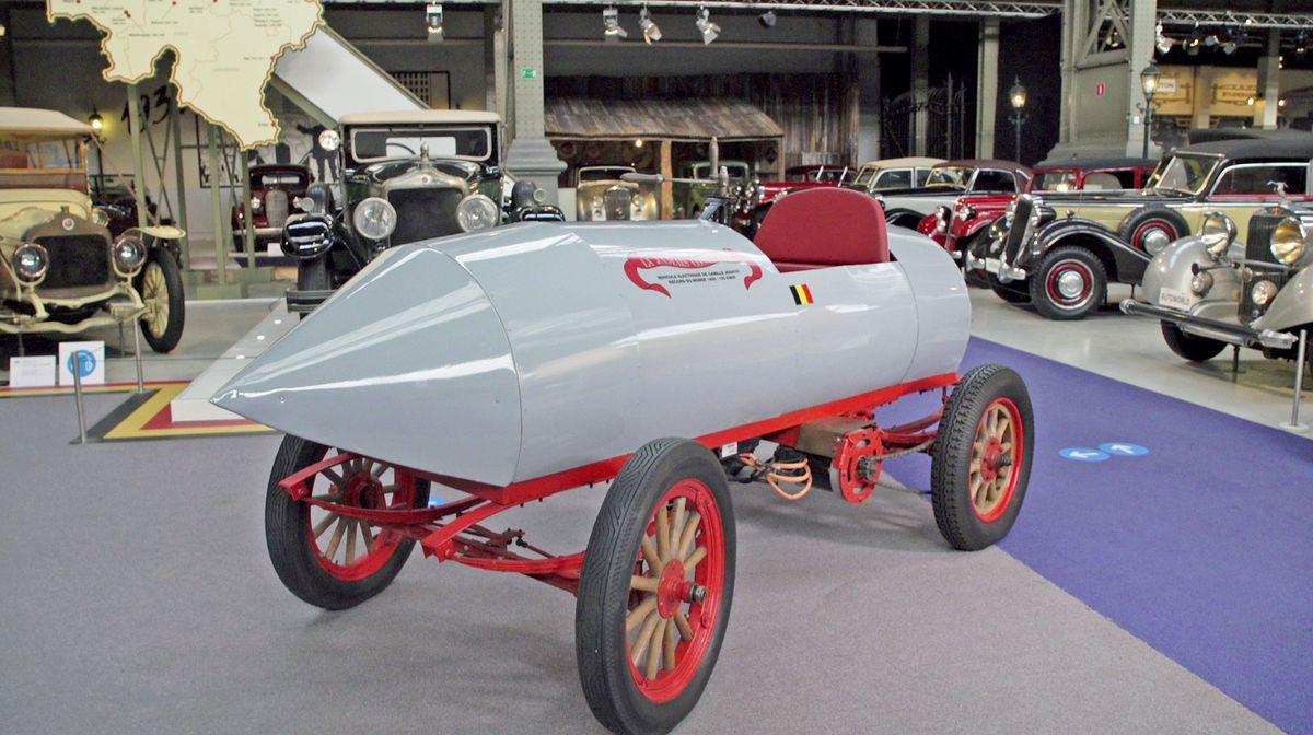 """SWR-Reportage """"Im Temporausch"""": Camille Jenatzys Rekordwagen La Jamais Contente von 1899, das erste Fahrzeug, das schneller als 100 km/h fuhr."""
